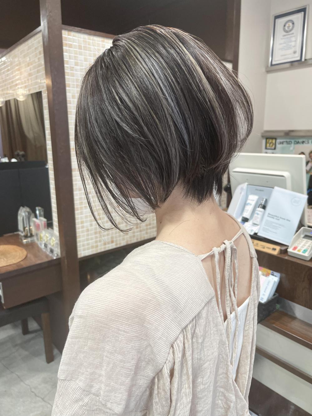 ★ショートヘアにピッタリなハイライト★